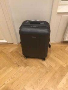 Ein beschädigter Koffer von Travelite.