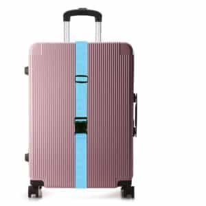 Mit blauem Kofferband markierter Koffer